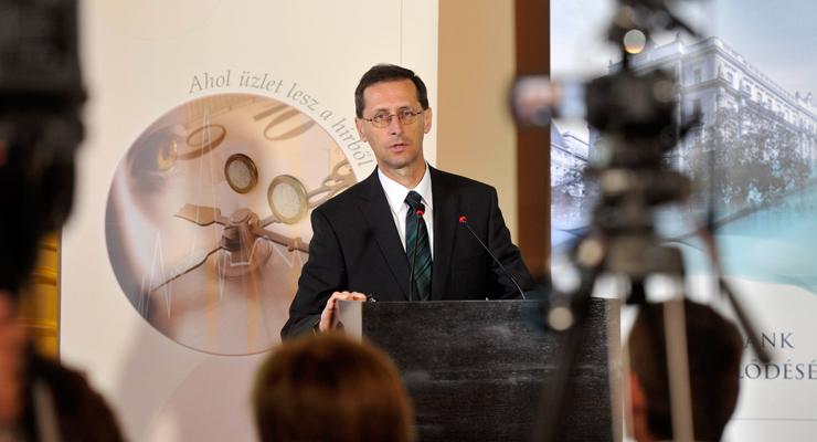 Varga Mihály nemzetgazdasági miniszter a Napi Gazdaság konferenciáján | Forrás: MTI/Kovács Attila