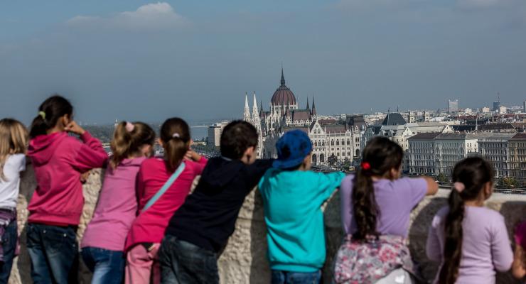 Magyarországon rosszabb gyereknek lenni, mint nyugdíjasnak