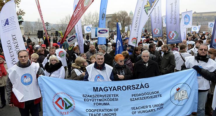 A Pedagógusok Szakszervezetének demonstrációja