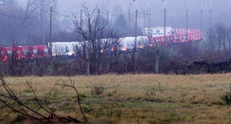 Kisbuszok százaival lepték el az utcákat a szakszervezetek