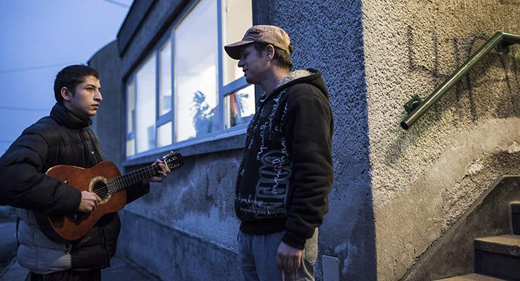 Rendőrként törnének ki a telepről a roma gyerekek