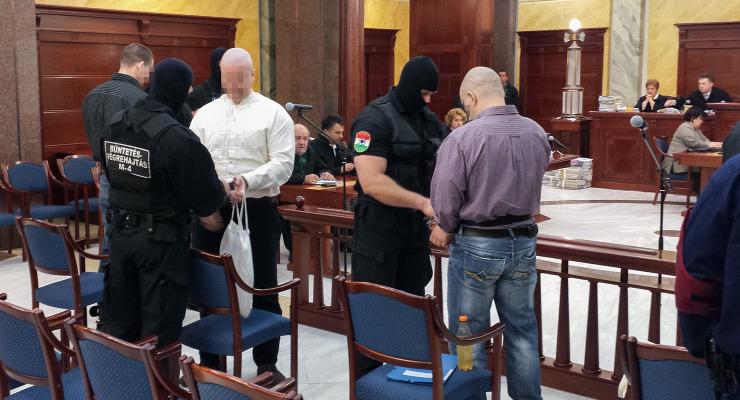 Megszokták a börtönt a romagyilkosság vádlottjai