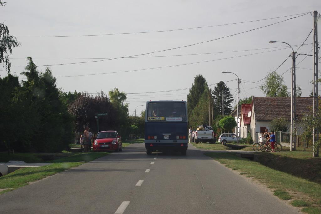 Tranzitbusz Beremenden, Fotó: Ballai Vince