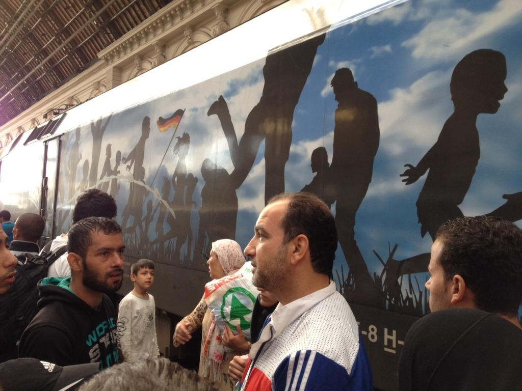 Egyszer csak befutott egy Páneurópai piknikes vonat. Sokan örültek, de hiába.   Fotó: Ballai Vince