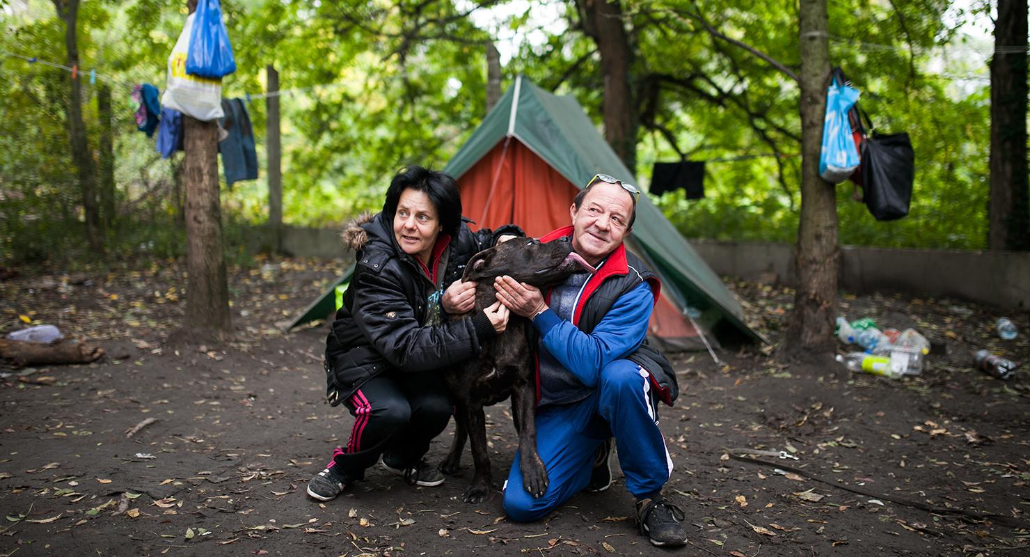 Hajléktalan emberek és kutyáik - Ági, Cézár és Zoli | Fotó: Magócsi Márton