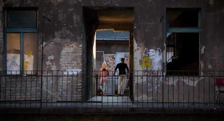Őrült tempóban támogatja a kormány az ész nélküli lakásvásárlást