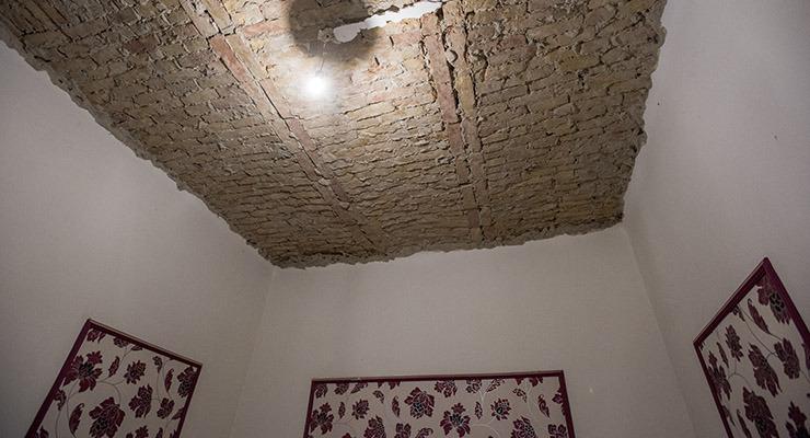 Rohadó lakásokkal szúrják ki a szegények szemét Józsefvárosban