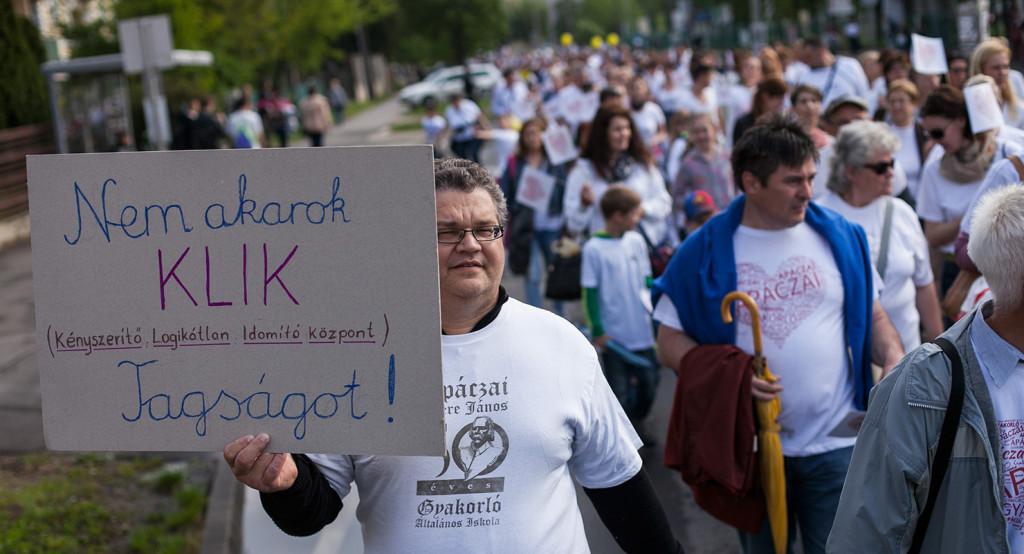 A nyíregyházi Apáczai Csere János Gyakorló Általános Iskola szülői munkaközössége által szervezett tüntetés 2015. április 28-án, a tanulók részvételével annak érdekében, hogy az iskola a Nyíregyházi Főiskola kezelésében maradjon, és ne kerüljön át az állami Klebelsberg Intézményfenntartó Központ (KLIK) fennhatósága alá.