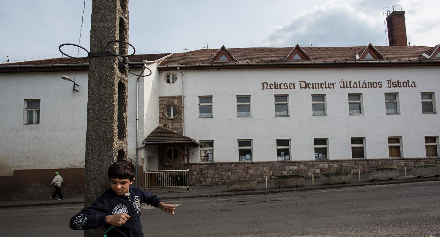 Cigány gyerek nem használhatja a magyar gyerek mosdóját