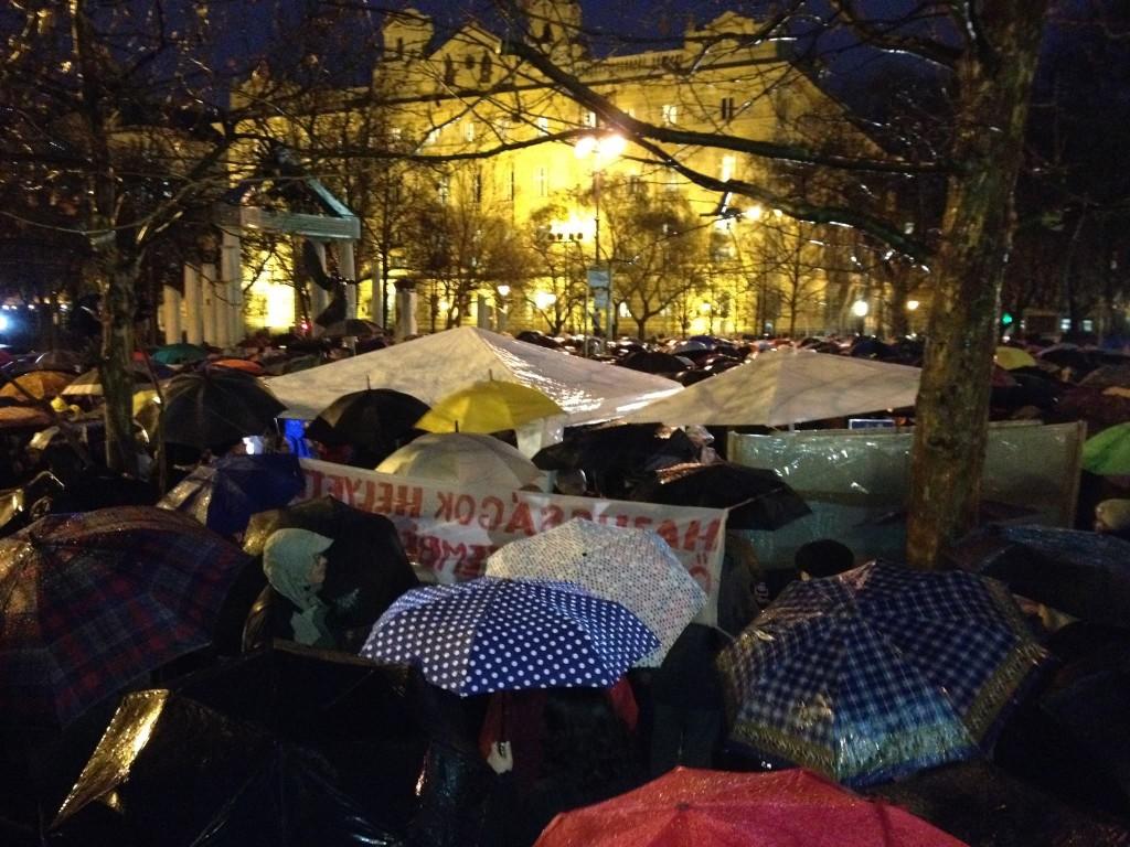 Budapesten néhány százan tüntetnek   Fotó: Ballai Vince