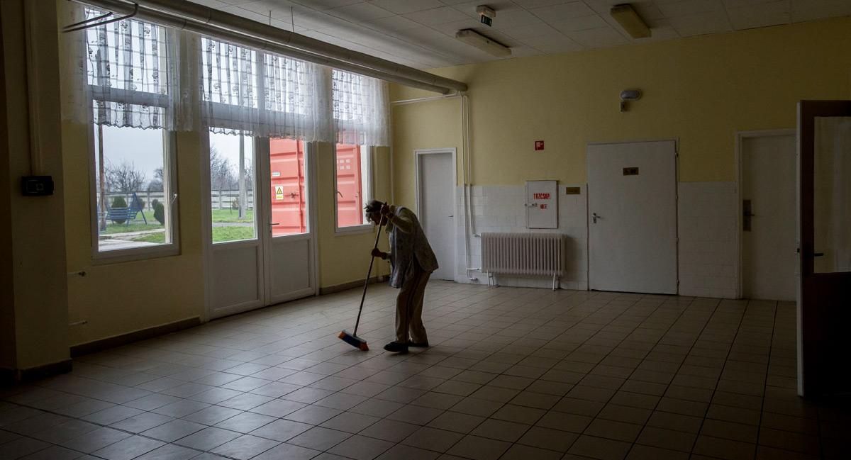 Takarítás egy vidéki fogyatékosokat ellátó intézményben | Fotó: Hajdú D. András