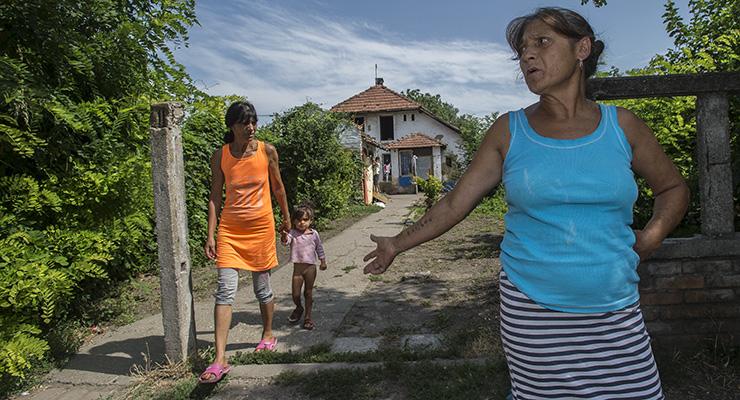 Még a segélyeiket is elbukták a megsegített romák