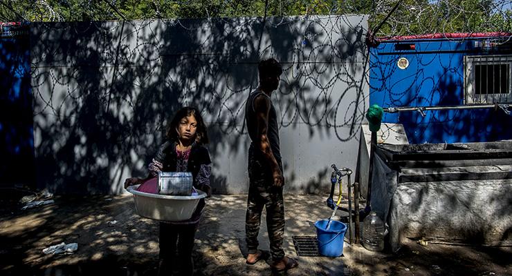 Szemétből építenek önálló várost Röszkénél a menekültek