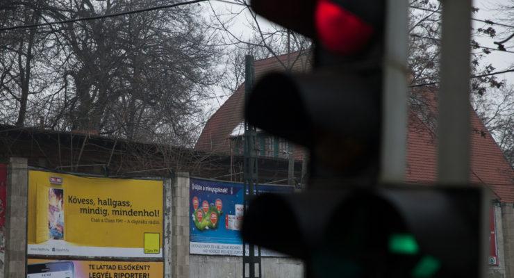 Összeveszett Orbánnal, kigolyózták a rádióját