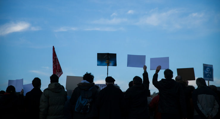 Ezres tömeg a Tanítanék mozgalom civilvédő tüntetésén