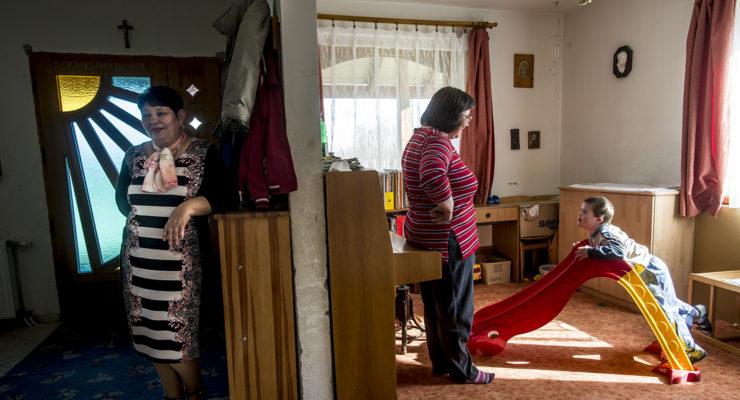 Pár óra szabadságért küzdenek a beteg gyereket nevelő anyák