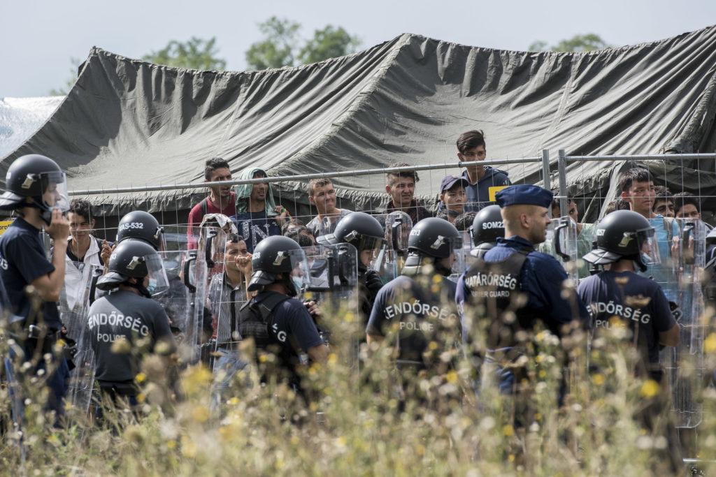 Európában nem a rémisztgetésre játszanak a rendőrök 2