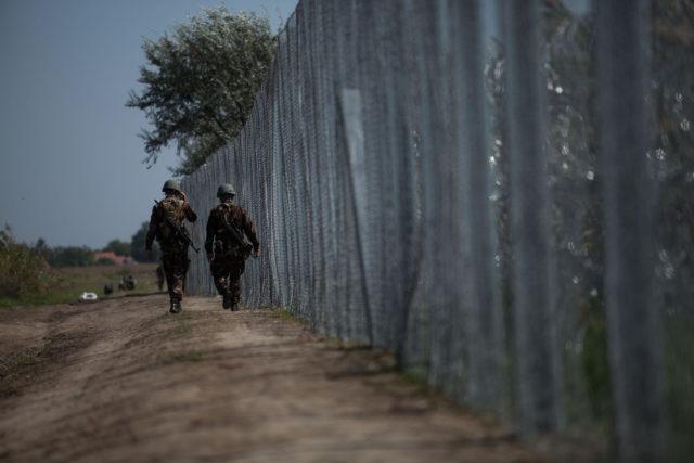 Szörnyű az a kerítés, de most már inkább maradjon!