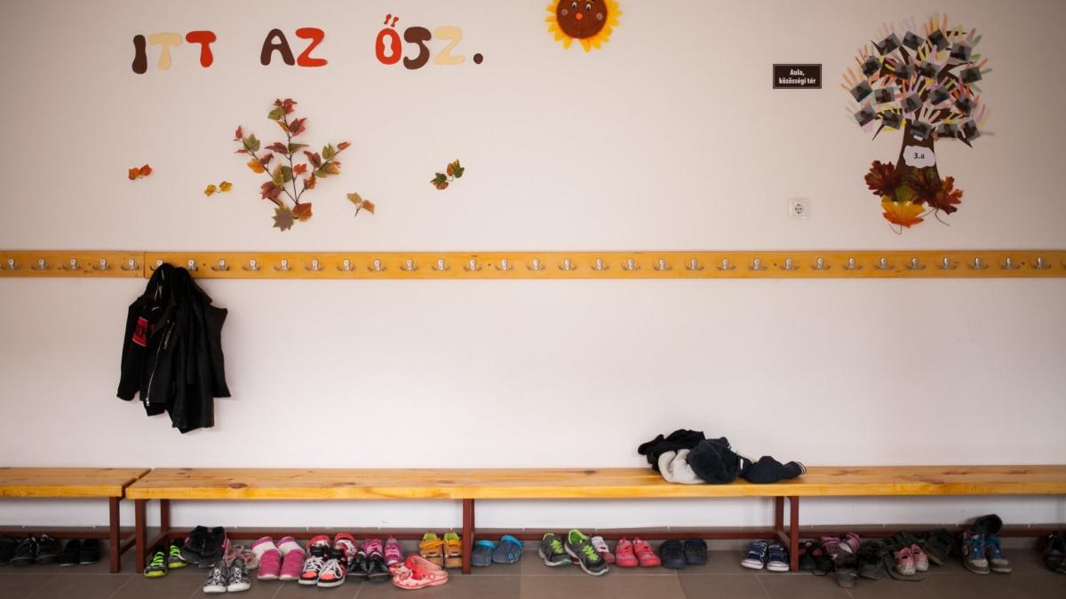 Egy magyarországi iskola előtere | Fotó: Magócsi Márton