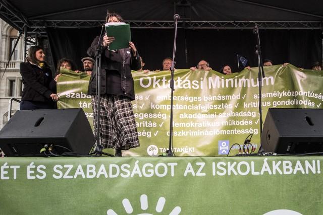 Beálltak az ellenzéki pártok a Tanítanék oktatási programja mögé