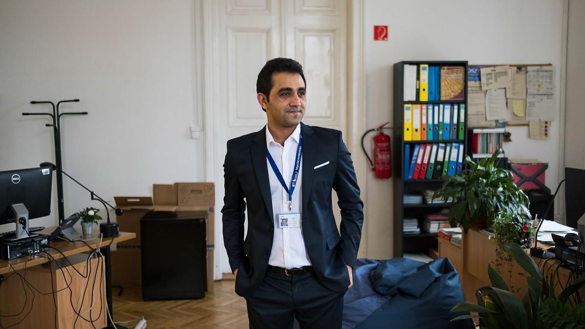 A CEU-n találta meg számításait Omar, a fiatal afgán menekült