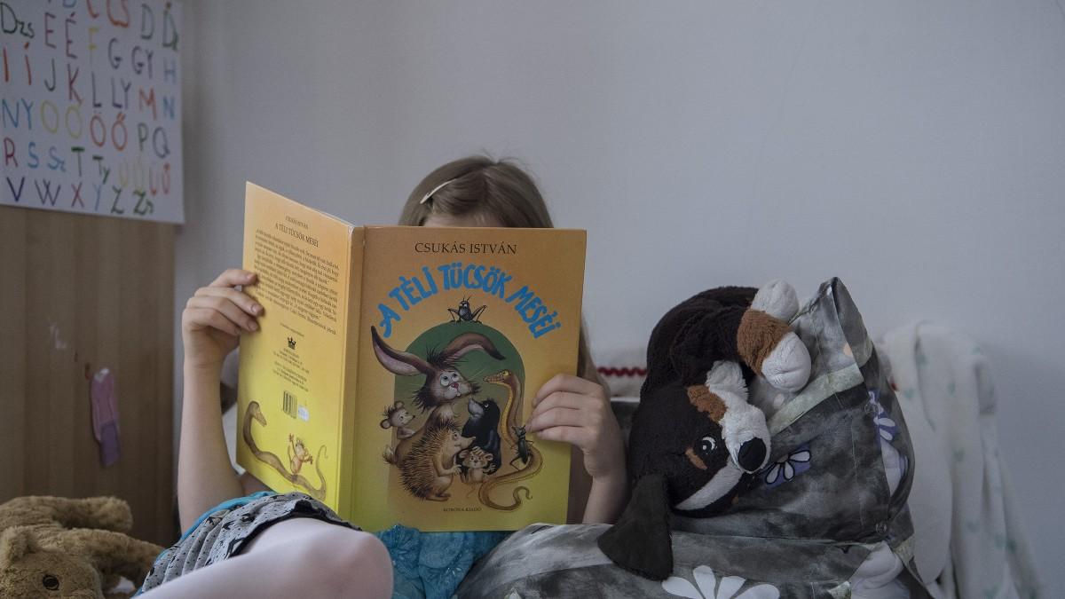 Az Éhezők viadalát vagy Jókait olvassa a gyerek?