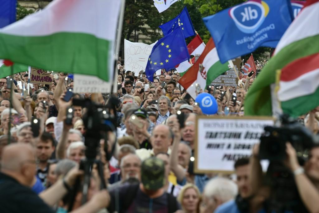 Jégeső vetett véget az újabb kormányellenes tüntetésnek