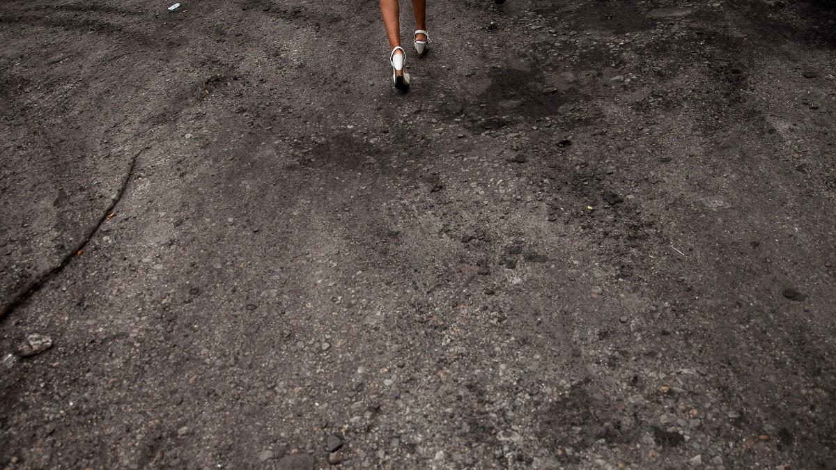 Elszigetelt, kiszolgáltatott lányokból lesznek az emberkerekedők áldozatai
