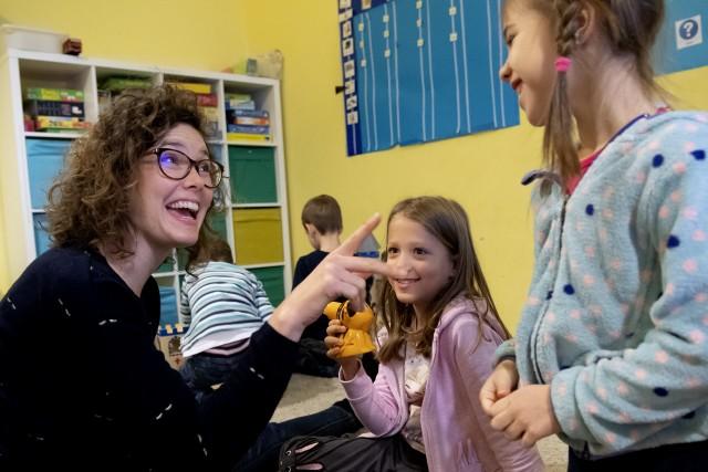 Barátkozni tanítják az autista gyerekeket