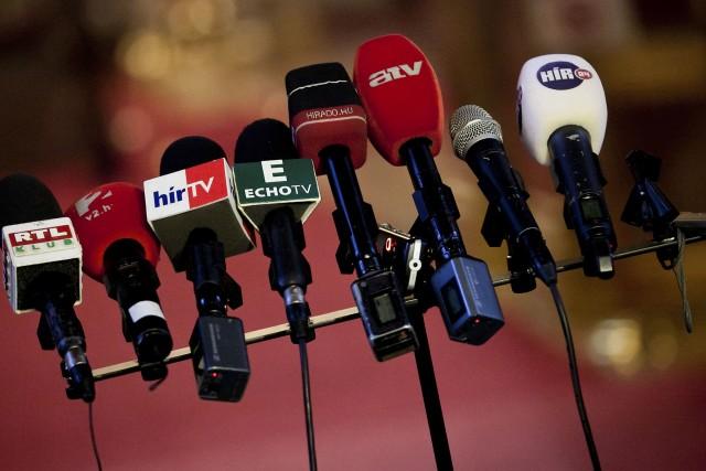Még mindig a tévéből tájékozódik a magyarok nagy része