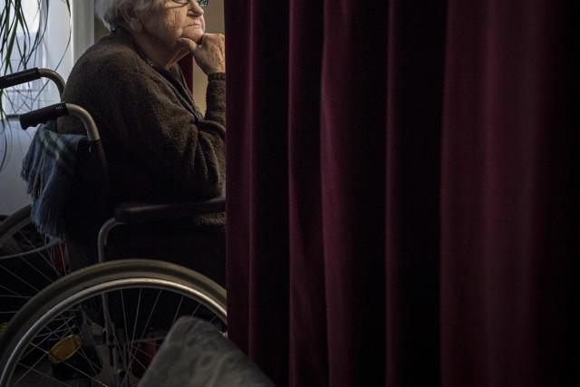 Nehezen bírkóznak meg az idősotthonok a nagybeteg öregekkel