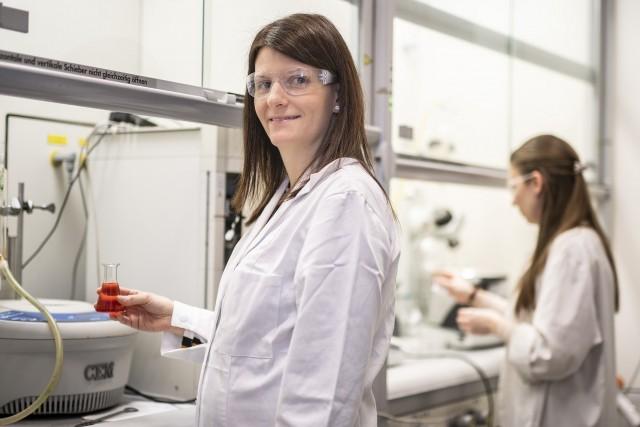 Így időzítik a női kutatók az anyaságot, hogy ne csinálja ki a karrierjüket