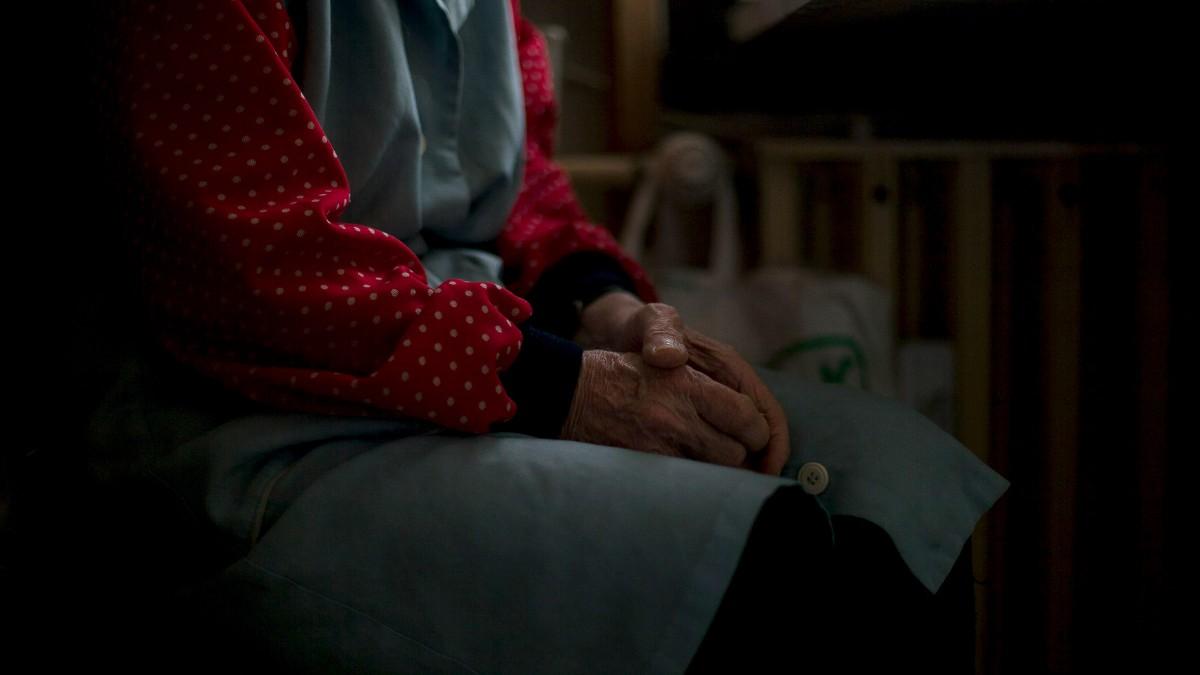 Meghalnak az idősek, mire bekerülnének egy otthonba