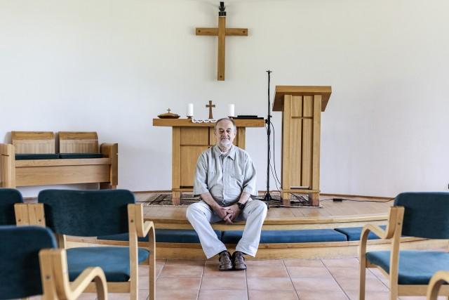 Istentagadó hippiből lett rászorultakat segítő lelkész