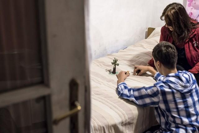 Az autisták végre megkaphatják az otthongondozási díjat, a downosok továbbra sem