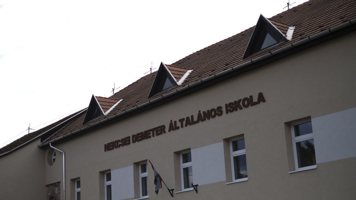 Falhoz vágtak egy diákot a gyöngyöspatai iskolában 5
