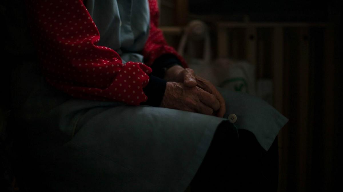 Az önkormányzatoknak kell lépniük, ha az állam magára hagyja az időseket